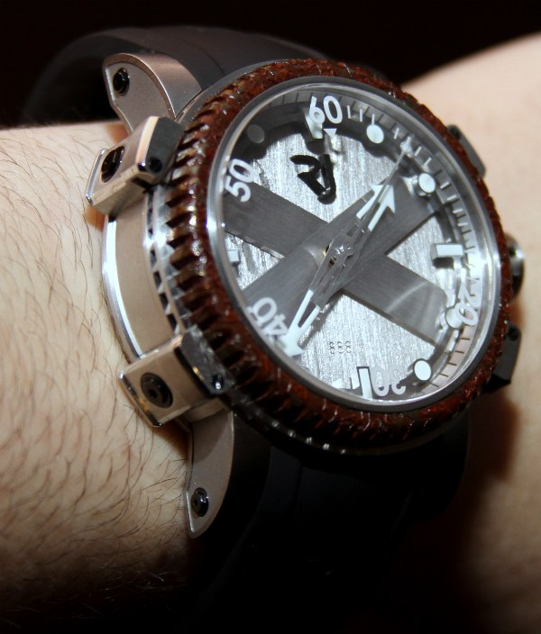 Romain Jerome Titanic DNA Octopus Dive Watch Hands-On ...