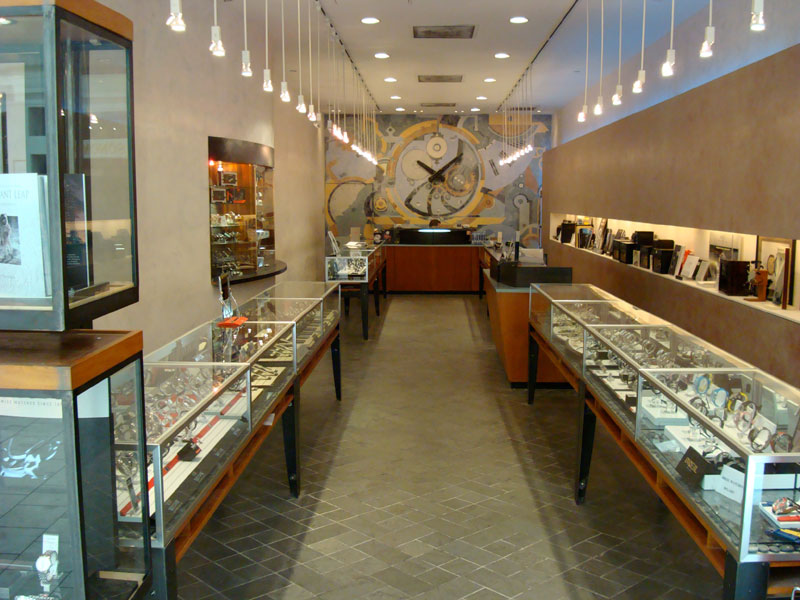 Guide To Buying Watches Online Versus In Retail Stores