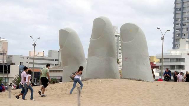 Los Dedos - am Strand von Punta del Este