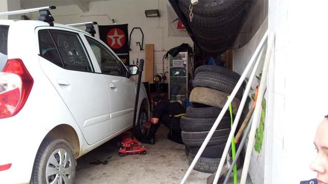 Bei der Reifenmontage