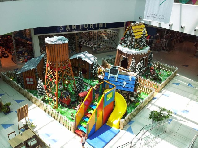 "Weihnachtsdekoration im Shoppingcenter ""Costa Urbana"""