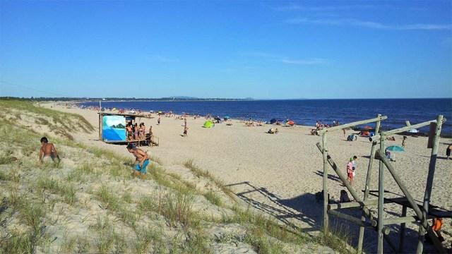Immer noch ein Plätzchen frei am Strand, trotz 25. Dezember