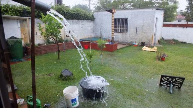 Wasserschlacht im Garten