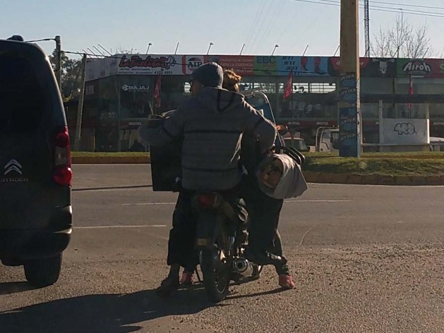 Moped-Transport in Uruguay