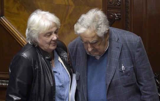Topolansky-Mujica.jpg