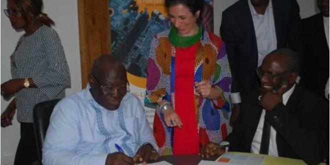Signature de convention de partenariat d'accompagnement du projet Yop-CreaLab