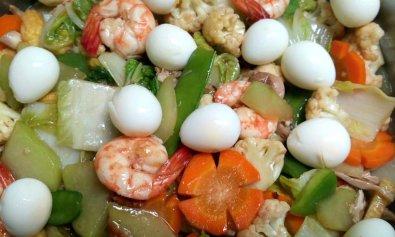 Chopsuey with Quail Eggs