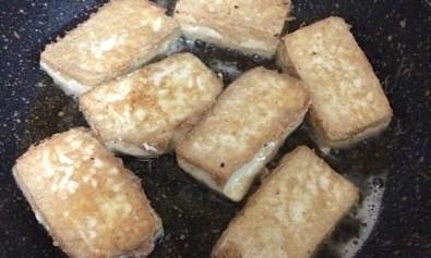 Tofu Being Fried (Pinipritong Tokwa)
