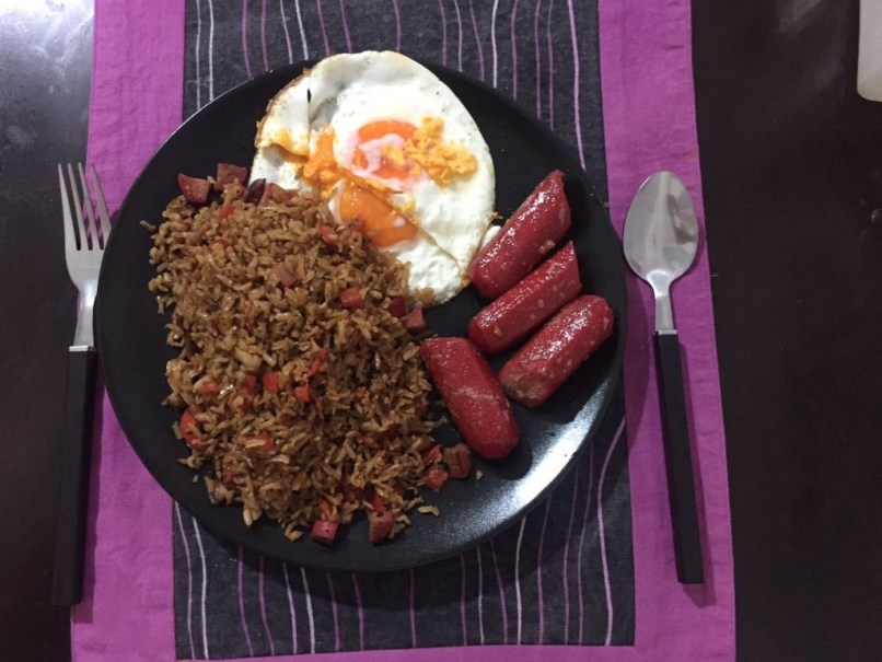 Hotsilog: Filipino breakfast