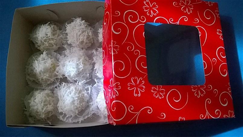 Yema-stuffed palitaw balls