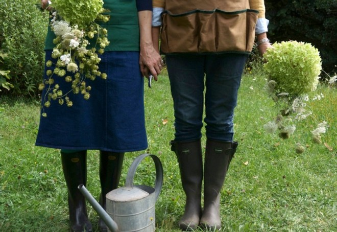 2 Ladies in giardino