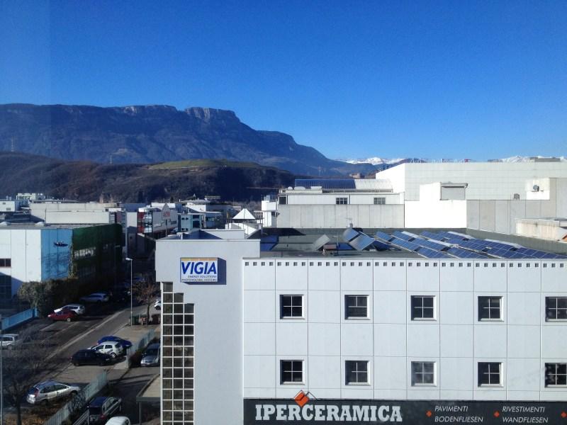 Der Ausblick aus unserem Zimmer Nr 410 auf Bozen und die Alpen