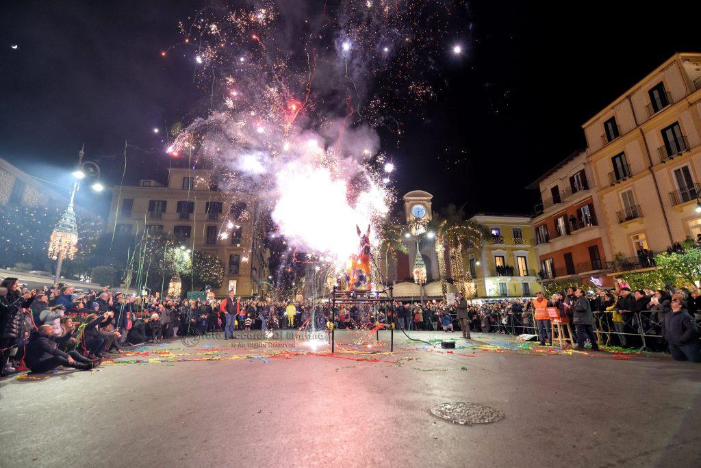 ciuccio e fuoco Capodanno a Sorrento