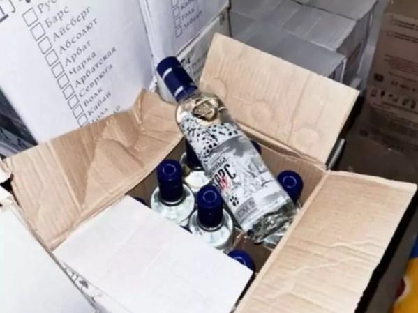 Нелегальный алкоголь: псковская полиция изъяла 900 литров продукции