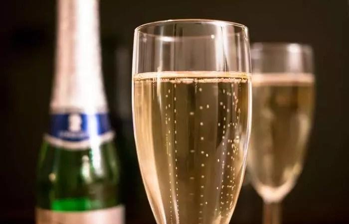 «Закон о шампанском»: скандал разрастается