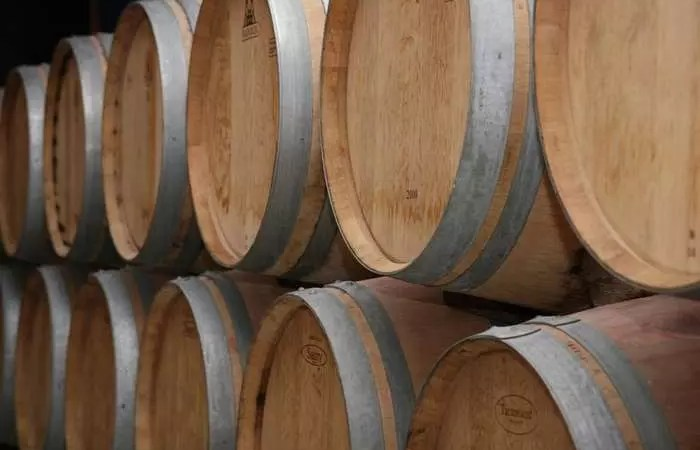 Бочки из французского дуба: дефицит грозит ростом цен на вино