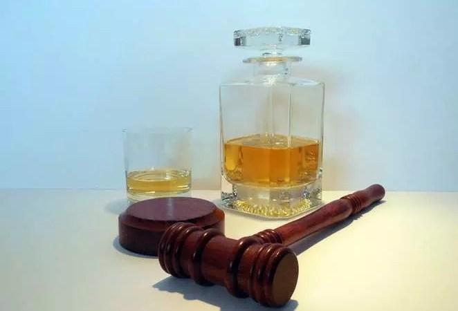 Крепкий алкоголь: только для взрослых