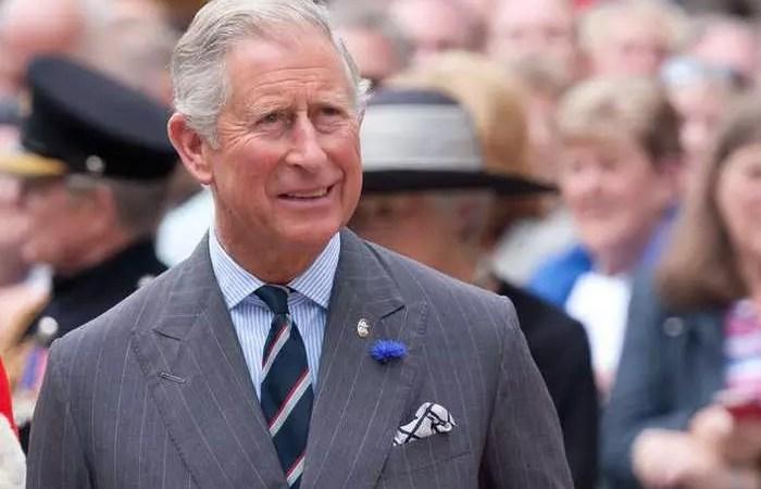 Aston Martin принца Чарльза предпочитает вино и сыр