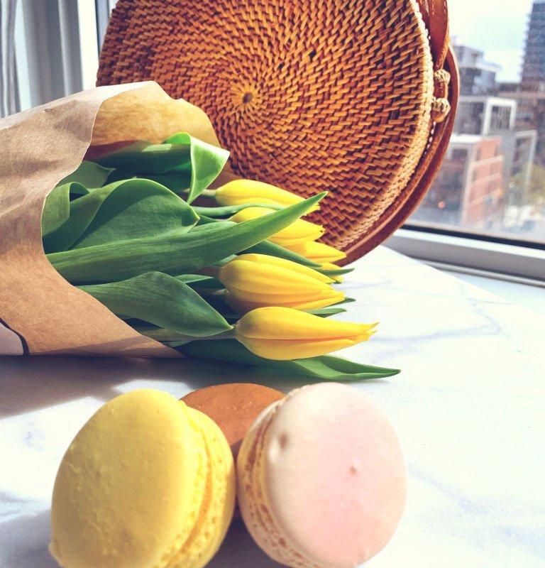 Rattan-Bag-with-Macarons