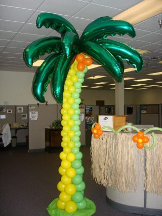 Tropical themes create a relaxed mood