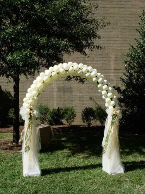 Delicate arches add romance to weddings