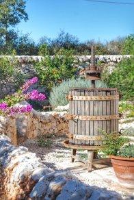 Trullo Gallo Rosso garden