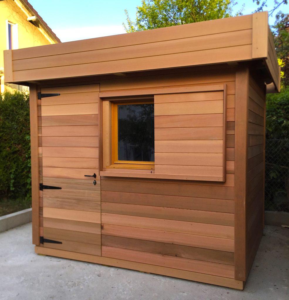 abris de jardin en bois avec un toit plat