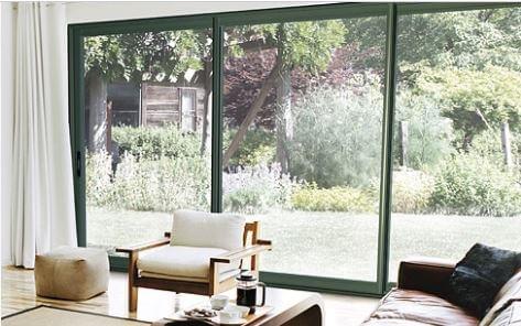 baie vitré avec vue sur jardin