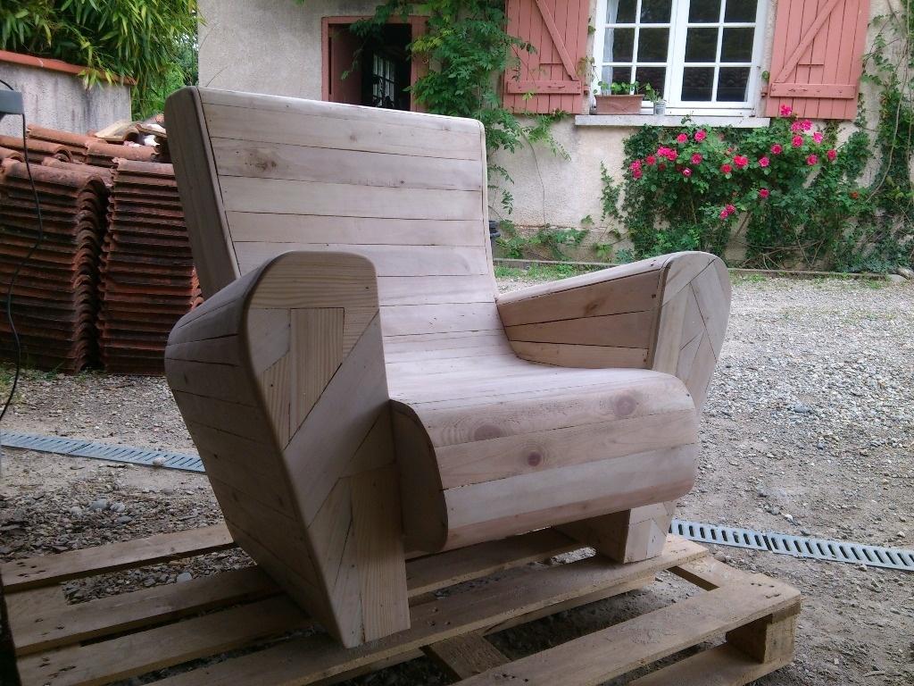 Faire une maison en palette abri jardin bois france - Maison palette ...