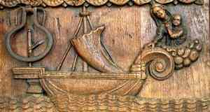 Particolare del portone ligneo della Chiesa parrocchiale di San Sebastiano
