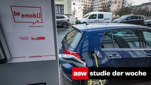Autos mit Elektromotor überholen Verbrenner 2030