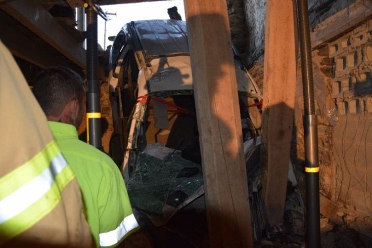 vehicle into building crashes-paratech (1)