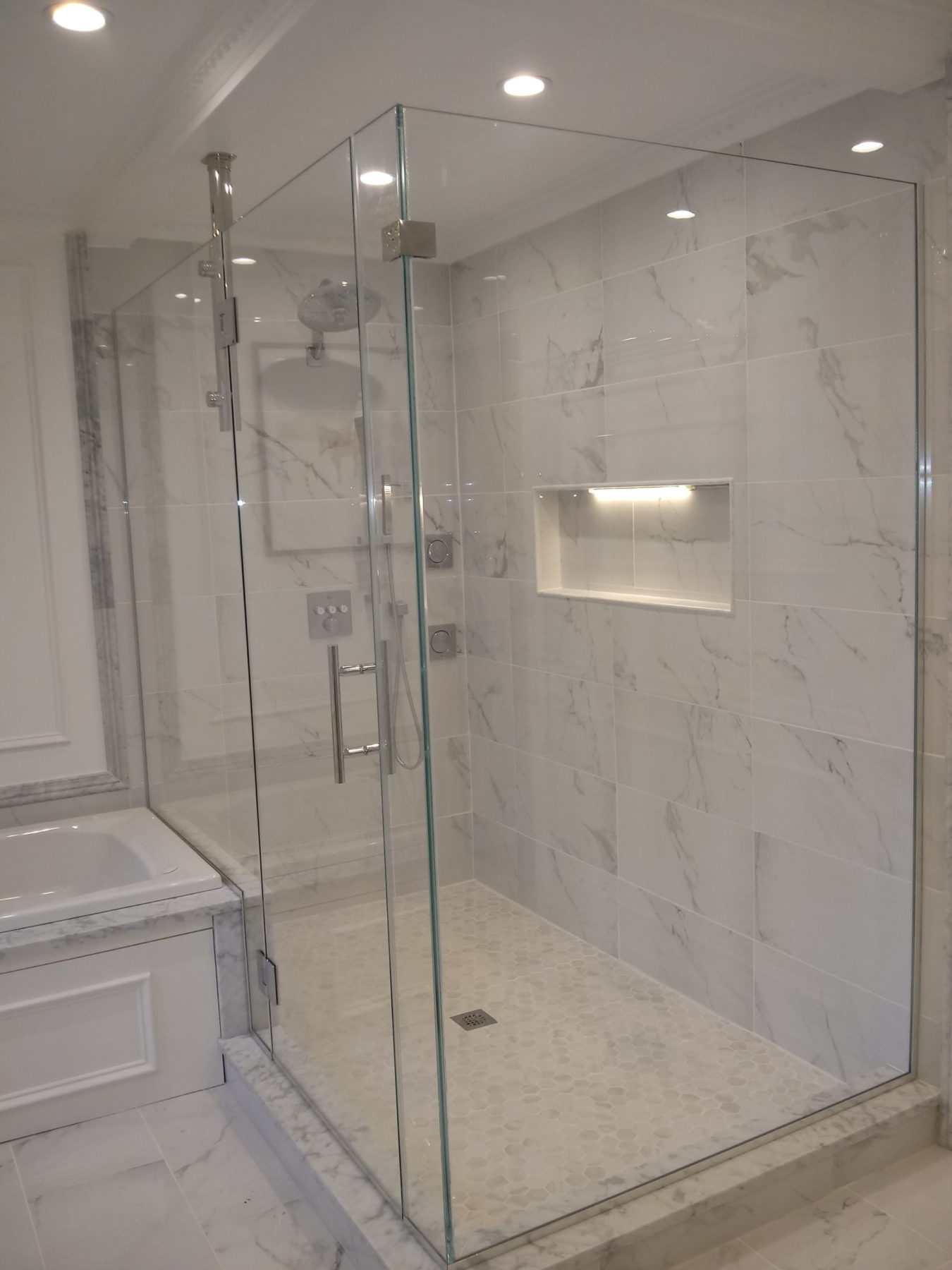 Corner Shower With Support Bar