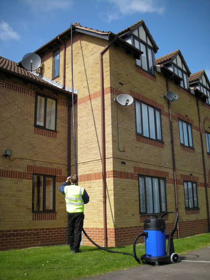 gutter cleaning cost