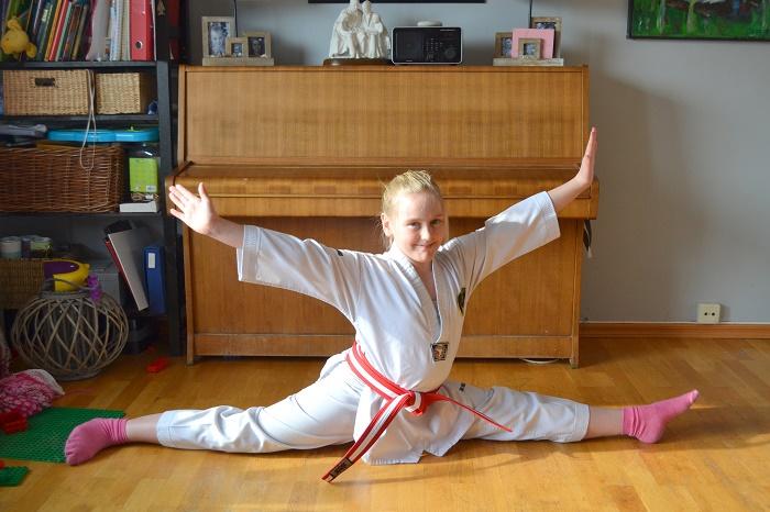 Mia har rødt belte i Taekwondo, hennes blogg finner du HER.