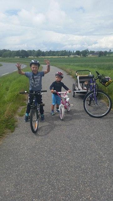 Mika lærte seg å sykle (3 år gammel) og vi dro på sykkelturer i juli. Han var kjempeflink.