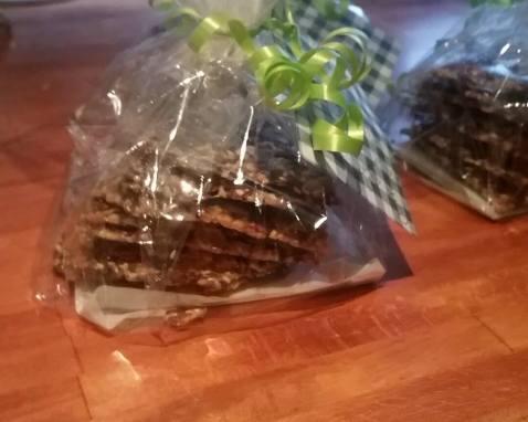 Verdens beste knekkebrød! Jeg har pleis å lage serinakaker til julemarked, men har litt dilla på knekkebrød.