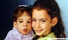Brooke Greenberg (9 anni) con la sorella (6 anni)