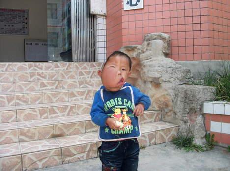 Bimbo Picasso in Cina (1)