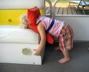 Bambini addormentati in posizioni assurde1