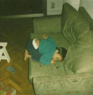 Bambini addormentati in posizioni assurde3