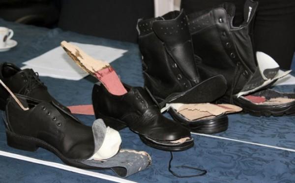 Scarpe per cadaveri per gli agenti di polizia