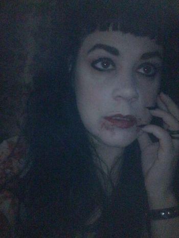 Julia Caples, la donna-vampiro che beve sangue umano