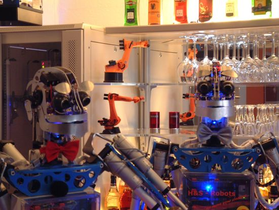 Robots Bar & Lounge, fatevi servire un drink dal robot Carl (1)