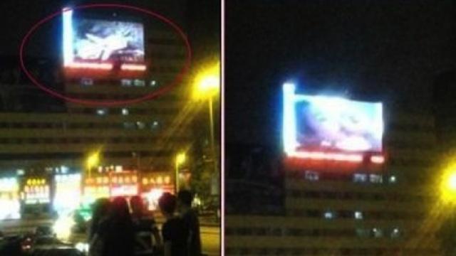 Porno trasmesso nel maxi schermo di una stazione cinese