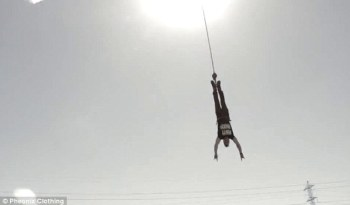 Batte il record: bungee jumping per 150 volte consecutive in 24h