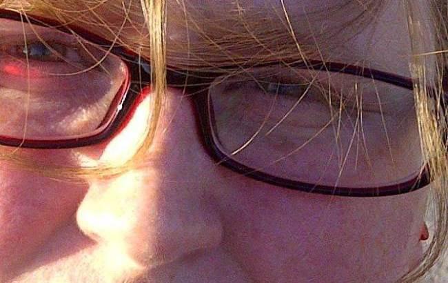 Sarah O'Neill, la donna che si fa crescere i baffi per Movember (2)
