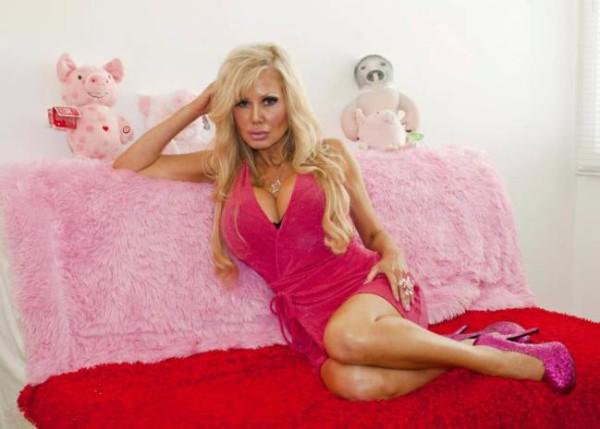 Barbie-wannabe ricorre all'ipnositerapia per diventare più stupida (3)