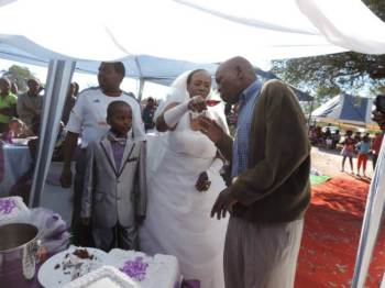 Matrimonio tra vecchia e bimbo