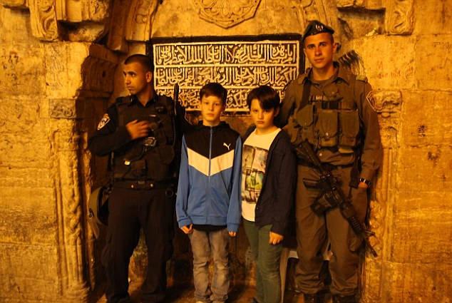 Porta i figli ossessionati dai videogiochi di guerra in Israele (2)